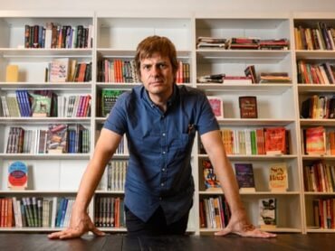 'This is revolutionary': new online bookshop unites indies to rival Amazon